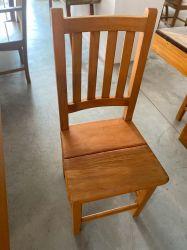 Cadeira de Madeira Rústica /  Madeira de Demolição